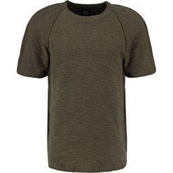 Black Kaviar SHERMAN Tshirt z nadrukiem kaki. Zielone koszulki polo marki Black Kaviar, m, z nadrukiem, z bawełny. W wyprzedaży za 169,50 zł.
