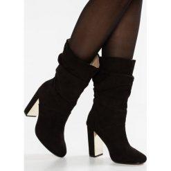 Dorothy Perkins X & FRANC JAX Kozaki na obcasie black. Czarne buty zimowe damskie Dorothy Perkins, z materiału, na obcasie. W wyprzedaży za 255,20 zł.