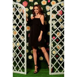 Sukienki balowe: Modna sukienka z odkrytymi ramionami czarna