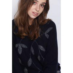 Swetry klasyczne damskie: Granatowy Sweter Coming Of Age