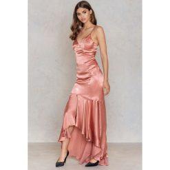 Długie sukienki: Trendyol Długa sukienka z falbanką - Pink,Red