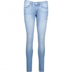 """Dżinsy """"Gina"""" - Slim fit -w kolorze błękitnym. Niebieskie spodnie z wysokim stanem marki Mustang, z aplikacjami, z bawełny. W wyprzedaży za 217,95 zł."""