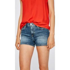 Calvin Klein Jeans - Szorty. Różowe bermudy damskie Calvin Klein Jeans, z bawełny, casualowe. W wyprzedaży za 279,90 zł.