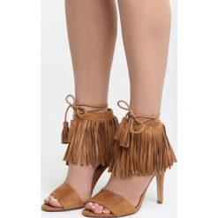 Camelowe Sandały Just Believe. Różowe sandały damskie z frędzlami marki Born2be, w paski, na wysokim obcasie, na szpilce. Za 109,99 zł.