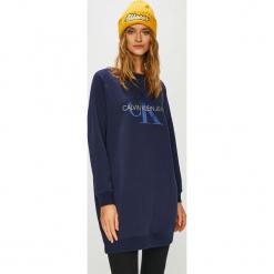 Calvin Klein Jeans - Sukienka. Niebieskie sukienki dzianinowe marki Calvin Klein Jeans. Za 549,90 zł.