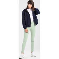 Benetton COLOUR POCKETS  Jeansy Slim Fit mint green. Zielone jeansy damskie marki Benetton. Za 159,00 zł.