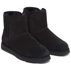Skórzane botki w kolorze czarnym. Czarne buty zimowe damskie Carla Samuel, na zimę. W wyprzedaży za 269,95 zł.