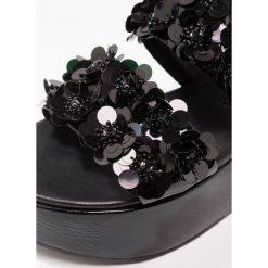 Kennel + Schmenger CANDY Sandały na platformie schwarz. Czarne sandały damskie Kennel + Schmenger, z materiału, na platformie. W wyprzedaży za 823,20 zł.