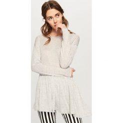 Sweter z falbaną - Jasny szar. Szare swetry klasyczne damskie Reserved, l. Za 59,99 zł.
