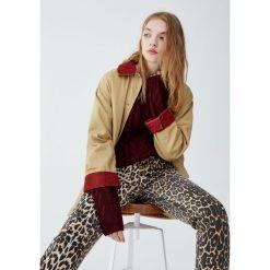 Sweter z warkoczami. Czerwone swetry klasyczne damskie Pull&Bear. Za 79,90 zł.