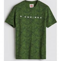 T-shirt ze świątecznym nadrukiem - Zielony. Zielone t-shirty męskie z nadrukiem Reserved, l. Za 39,99 zł.