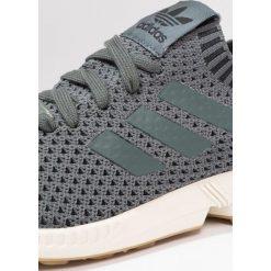 Adidas Originals ZX FLUX PK Tenisówki i Trampki utility ivy. Zielone tenisówki damskie adidas Originals, z materiału. W wyprzedaży za 411,75 zł.