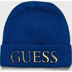 Guess Jeans - Czapka. Niebieskie czapki zimowe damskie marki Guess Jeans, na zimę, z aplikacjami, z dzianiny. Za 189,90 zł.