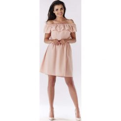 Jasno Różowa Sukienka ze Zmysłowym Dekoltem Carmen. Czerwone sukienki mini Molly.pl, do pracy, l, z tkaniny, biznesowe, z falbankami. Za 119,90 zł.
