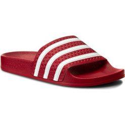 Klapki adidas - adilette 288193 Lgtsca/Wht/Lgtsca. Czerwone chodaki damskie Adidas, w paski, ze skóry ekologicznej. Za 129,00 zł.