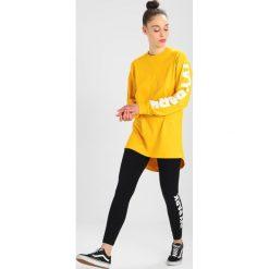 Ivy Park LOGO OVERSIZED Bluzka z długim rękawem old gold. Żółte topy sportowe damskie Ivy Park, l, z bawełny, sportowe, z długim rękawem. Za 149,00 zł.
