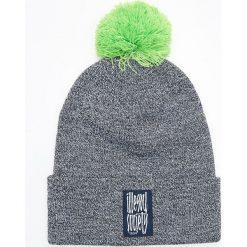 Czapka z kolorowym pomponem - Granatowy. Niebieskie czapki męskie marki Cropp, w kolorowe wzory. Za 39,99 zł.