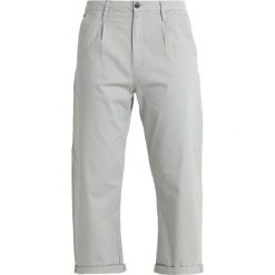 GStar BRONSON PLEAT 3D MID LOOSE CHINO WMN Spodnie materiałowe dk magnesium. Szare chinosy damskie marki G-Star, z bawełny. Za 469,00 zł.