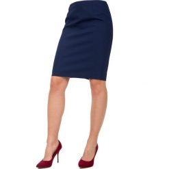 Granatowa ołówkowa spódnica z podszewką BIALCON. Różowe minispódniczki marki BIALCON, ołówkowe. W wyprzedaży za 118,00 zł.