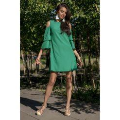 Zielona Koktajlowa Sukienka z Wyciętymi Ramionami. Czerwone sukienki koktajlowe marki Molly.pl, l, z jeansu, z dekoltem na plecach, z długim rękawem. Za 149,90 zł.