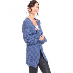"""Kardigan """"Shai"""" w kolorze niebieskim. Niebieskie kardigany damskie marki Cosy Winter, s, ze splotem. W wyprzedaży za 181,95 zł."""