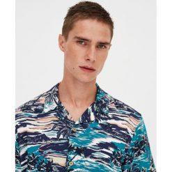 Koszula z wiskozy Aloha. Czerwone koszule męskie marki Pull&Bear, m. Za 27,90 zł.
