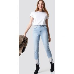 NA-KD Jeansy z rozdarciami - Blue. Niebieskie spodnie z wysokim stanem NA-KD, z jeansu. Za 202,95 zł.