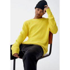 Sweter wykonany ściegiem angielskim. Żółte swetry klasyczne męskie marki ATORKA, xs, z elastanu. Za 99,90 zł.