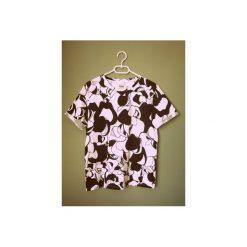 T-shirt w czarno-białe jabłka. Białe t-shirty damskie Luiza kimak, m, z nadrukiem, z bawełny. Za 49,00 zł.