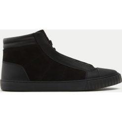 Buty zimowe męskie: Czarne botki sportowe z ozdobnym czubkiem