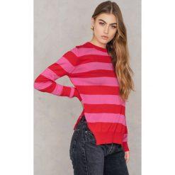 Trendyol Sweter w paski z rozcięciami po bokach - Pink,Red,Multicolor. Czerwone paski damskie marki Trendyol. W wyprzedaży za 36,78 zł.