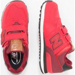 New Balance Tenisówki i Trampki red. Szare tenisówki męskie marki New Balance, na lato, z materiału. W wyprzedaży za 215,20 zł.