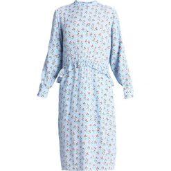 NORR VERONICA MEDI DRESS Sukienka letnia light blue. Niebieskie sukienki letnie NORR, s, z materiału. W wyprzedaży za 434,25 zł.