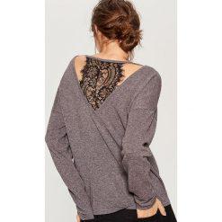 Sweter z koronkową wstawką - Szary. Szare swetry klasyczne damskie Mohito, l, z koronki. Za 119,99 zł.