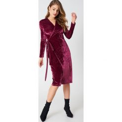 Sukienki: NA-KD Party Aksamitna kopertowa sukienka – Red
