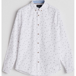 Bawełniana koszula z drobnym wzorem - Biały. Białe koszule męskie marki Reserved, l, z dzianiny. Za 99,99 zł.