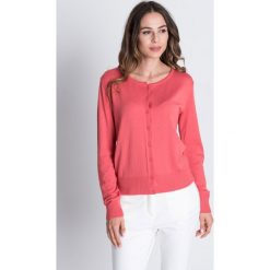Swetry rozpinane damskie: Malinowy sweter zapinany na guziki BIALCON