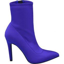 Botki damskie Catwalk niebieskie. Niebieskie botki damskie na obcasie marki Catwalk, z materiału, na zamek. Za 159,90 zł.