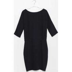 Sukienka. Czarne sukienki koktajlowe marki Simple, na spotkanie biznesowe, rozkloszowane. Za 699,90 zł.