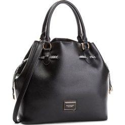 Torebka MONNARI - BAG7520-020 Black. Czarne torebki worki marki Monnari, w geometryczne wzory, ze skóry ekologicznej. W wyprzedaży za 199,00 zł.