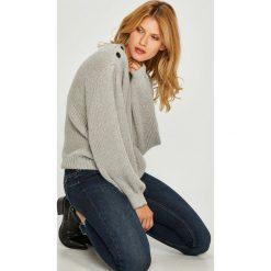 Pepe Jeans - Sweter. Szare swetry klasyczne damskie Pepe Jeans, l, z dzianiny, z okrągłym kołnierzem. Za 339,90 zł.