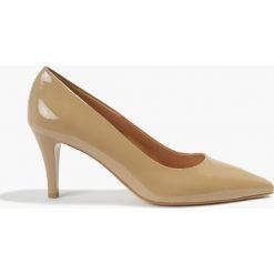 Czółenka beżowe Lauren. Brązowe buty ślubne damskie Badura. Za 269,99 zł.