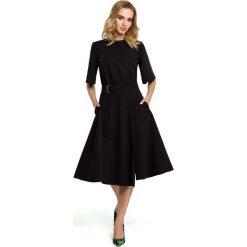 Czarna Rozkloszowana Sukienka z Poszerzanym Rękawem do Łokcia. Czarne sukienki balowe marki Molly.pl, na spotkanie biznesowe, l, z tkaniny, z dekoltem na plecach, dopasowane. Za 139,90 zł.