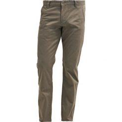 Chinosy męskie: DOCKERS ALPHA Spodnie materiałowe dark pebble core