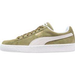 Puma SUEDE CLASSIC Tenisówki i Trampki capulet olive/white. Zielone tenisówki męskie Puma, z materiału. Za 359,00 zł.