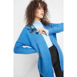 Kardigan z aplikacją. Czarne kardigany damskie marki Orsay, xs, z bawełny, z dekoltem na plecach. W wyprzedaży za 95,00 zł.