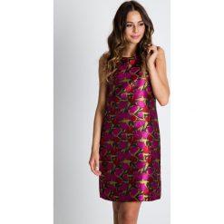 Prosta żakardowa sukienka we wzory BIALCON. Szare sukienki balowe marki BIALCON, na co dzień, z żakardem, na ramiączkach, trapezowe. W wyprzedaży za 169,00 zł.