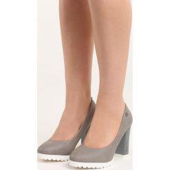 Szare Czółenka Muddy. Szare buty ślubne damskie Born2be, ze skóry, z okrągłym noskiem, na słupku. Za 69,99 zł.