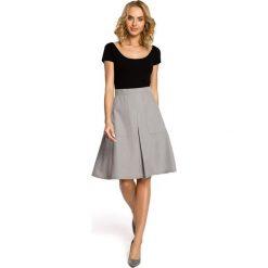 ALAINA Trapezowa spódnica długości do kolan - szara. Szare spódniczki trapezowe Moe, w geometryczne wzory, midi. Za 109,99 zł.
