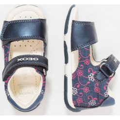 Geox SANDAL TAPUZ GIRL Sandały avio/fuchsia. Niebieskie sandały chłopięce Geox, z materiału. Za 219,00 zł.